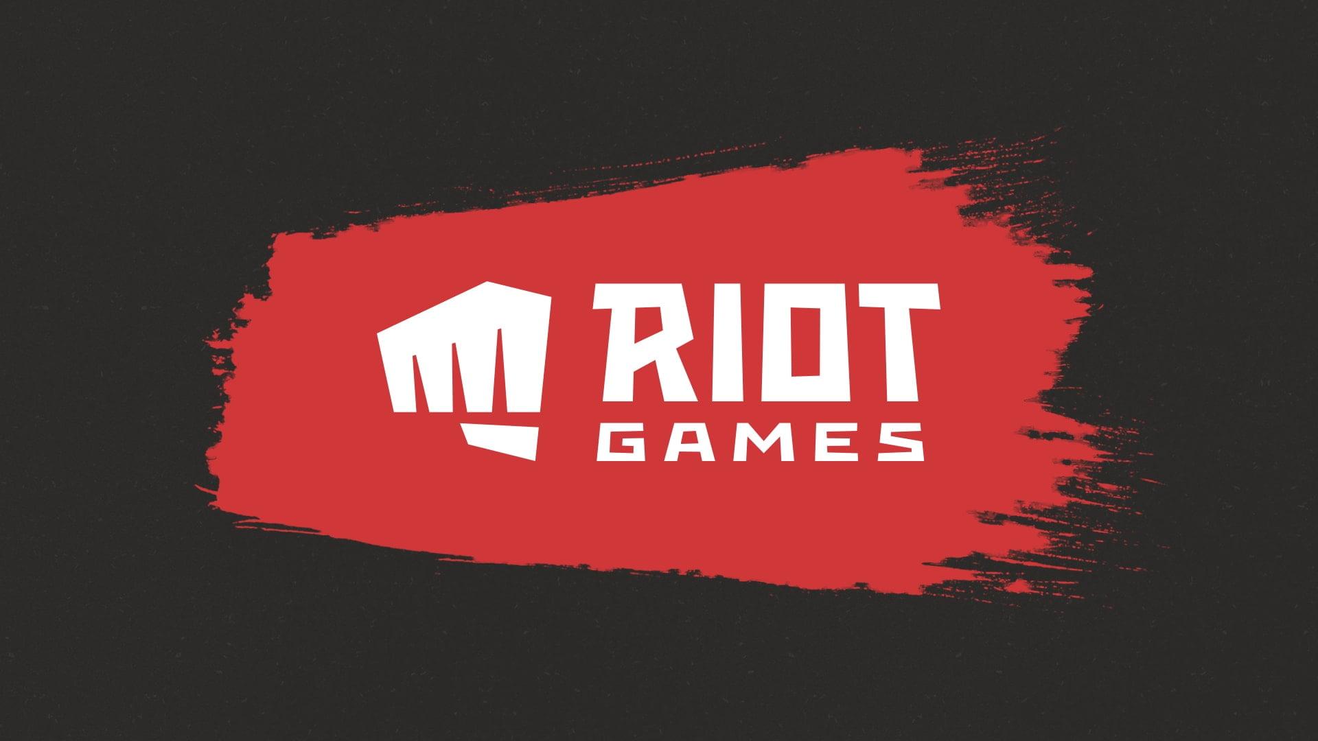 Logo da empresa, um punho fechado e a escrita Riot Games.